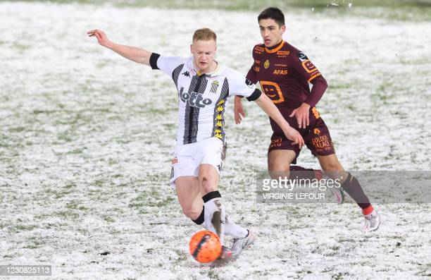 Charleroi's Jules Van Cleemput fights for the ball during a soccer match between Sporting Charleroi and KV Mechelen, Saturday 16 January 2021 in...