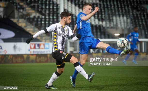 Charleroi's Massimo Bruno and Genk's Bryan Heynen fight for the ball during a soccer match between Sporting Charleroi and KRC Genk, Friday 26...