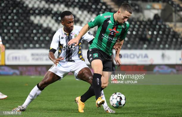 Charleroi's Saido Berahino and Cercle's Kylian Hazard fight for the ball during a soccer match between Sporting Charleroi and Cercle Brugge, Saturday...