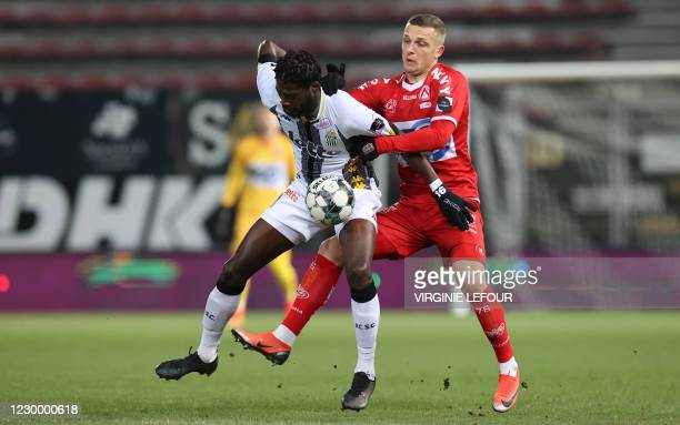 Charleroi's Shamar Nicholson and Kortrijk's Timothy Derijck fight for the ball during a soccer match between Sporting Charleroi and KV Kortrijk,...