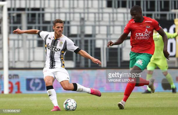 Charleroi's Steeven Willems and Oostende's Makhtar Gueye fight for the ball during a soccer match between Sporting Charleroi and KV Oostende,...