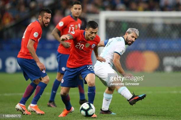 Charles Aranguiz of Chile controls the ball against Sergio Aguero of Argentina during the Copa America Brazil 2019 Third Place match between...