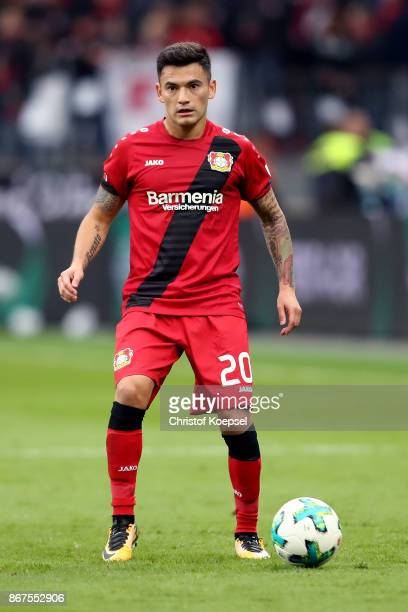Charles Aranguiz of Leverkusen runs with the ball during the Bundesliga match between Bayer 04 Leverkusen and 1 FC Koeln at BayArena on October 28...