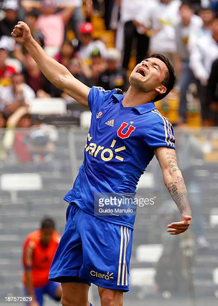 Charles Aranguiz of Universidad de Chile celebrates a scored goal aginst Colo Colo during a match between Colo Colo and U de Chile as part of the...