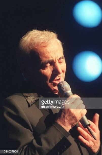 Charles Aznavour 73 ans un des derniers 'monstres sacrés' de la chanson française se produit sur scène le 04 novembre au Palais des Congrès de Paris...
