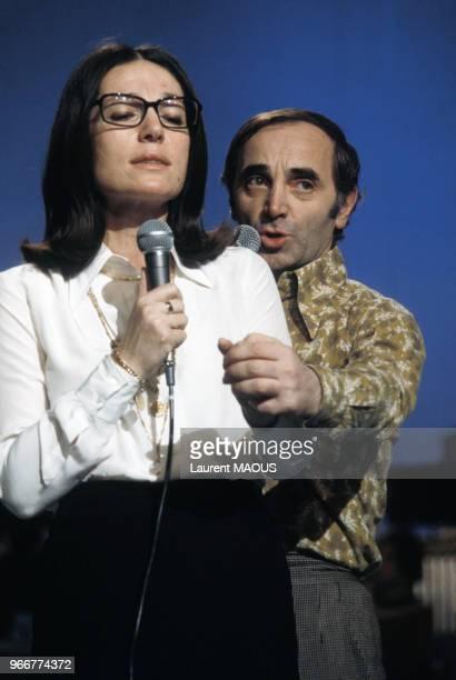 Charles Aznavour en duo avec Nana Mouskouri lors de l'émission 'TOP' le 23 février 1974 à Paris France