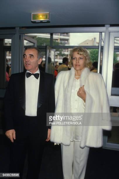 Charles Aznavour et son épouse Ulla au Festival de Cannes le 9 mai 1986 France