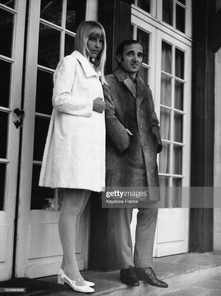 Aznavour et sa femme : News Photo