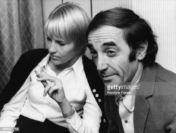 Charles Aznavour et son épouse Ulla à la conférence de presse donnée avant son concert à Copenhague Danemark