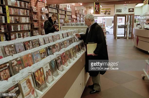 Charles Aznavour In New York City And Montreal En avril 1999 au Canada le chanteur compositeur et acteur Charles AZNAVOUR et son étudiant en biologie...
