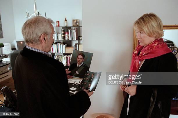 Charles Aznavour In New York City And Montreal En avril 1999 au Canada le chanteur compositeur et acteur Charles AZNAVOUR son épouse Ulla dans...