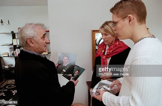 Charles Aznavour In New York City And Montreal En avril 1999 au Canada le chanteur compositeur et acteur Charles AZNAVOUR son épouse Ulla dans...