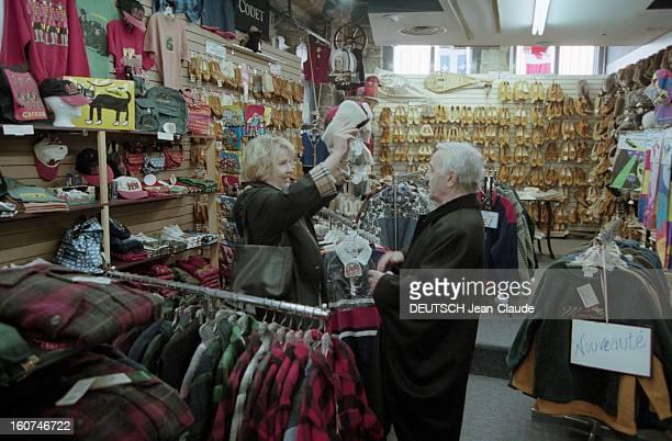 Charles Aznavour In New York City And Montreal En avril 1999 le chanteur compositeur et acteur Charles AZNAVOUR avec son épouse Ulla à Montréal avec...