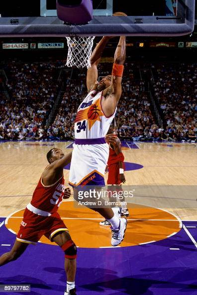 premium selection 41a02 48011 Charles Barkley of the Phoenix Suns dunks against Chucky Brown of the...  News Photo - Getty Images
