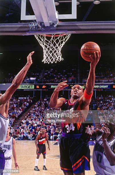 Charles Barkley of the Phoenix Suns shoots against the Sacramento Kings circa 1996 at Arco Arena in Sacramento California NOTE TO USER User expressly...