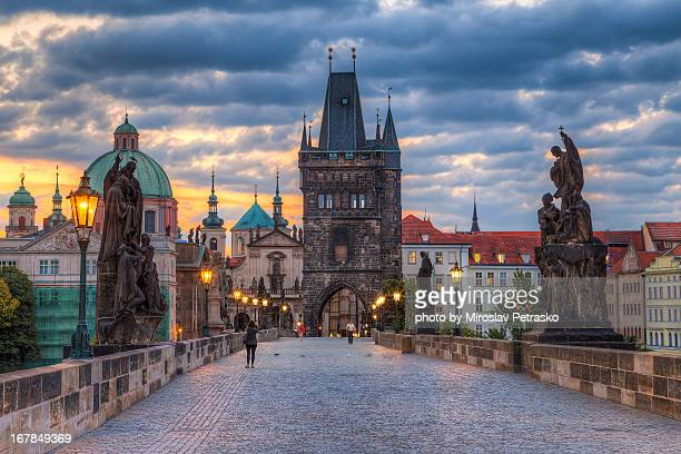 charles bridge morning - prag stock-fotos und bilder