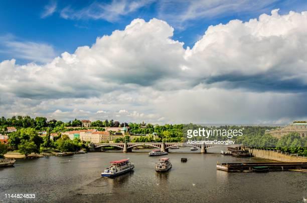 charles bridge on vltava in prague, czech republic - vltava river stock pictures, royalty-free photos & images