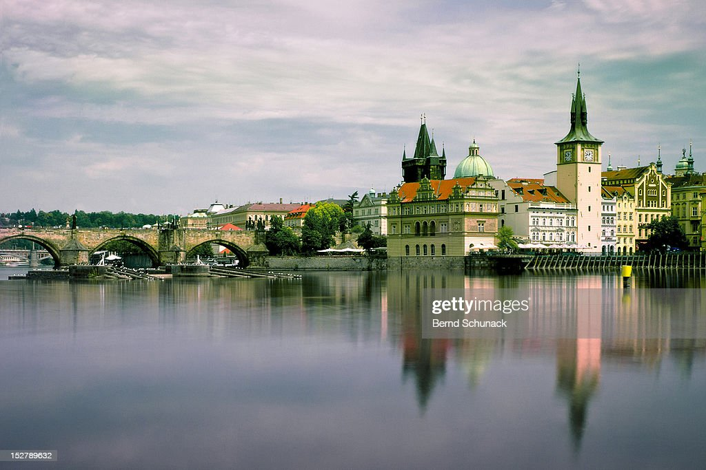 Charles bridge over Vltava river : Stock-Foto