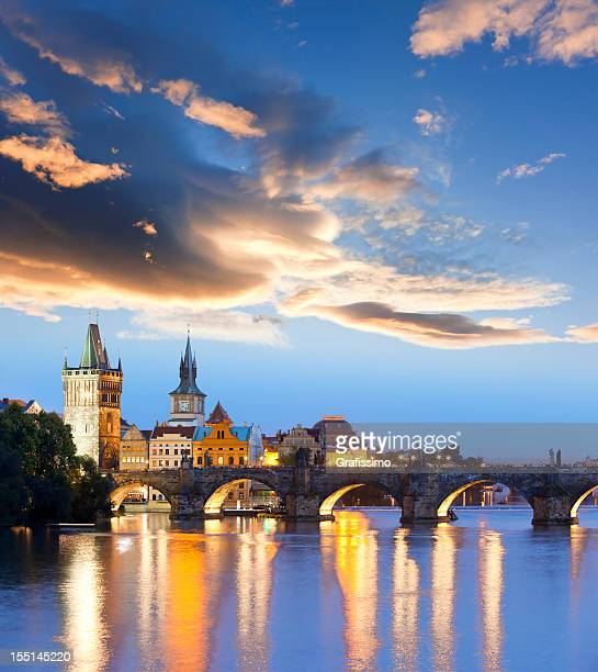 charles bridge prague czech republic at night - bohemia czech republic stock pictures, royalty-free photos & images