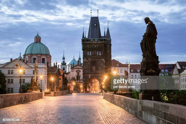 charles bridge, puente carlos, prague, czechia - charles bridge stock photos and pictures