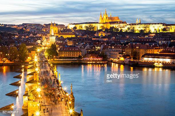 charles bridge, river vltava and castle district in prague - hradcany castle stock pictures, royalty-free photos & images