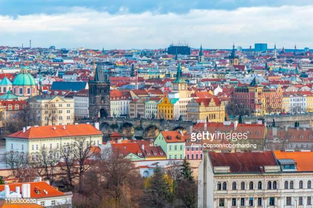 charles bridge, stare mesto (old town), unesco world heritage site, prague, czech republic, europe - alan copson stock pictures, royalty-free photos & images