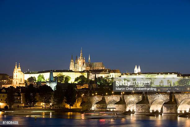 charles bridge, with st. vitus's cathedral, royal palace, and castle on skyline, unesco world heritage site, seen from across the river vltava, prague, czech republic, europe - royal cathedral stock pictures, royalty-free photos & images