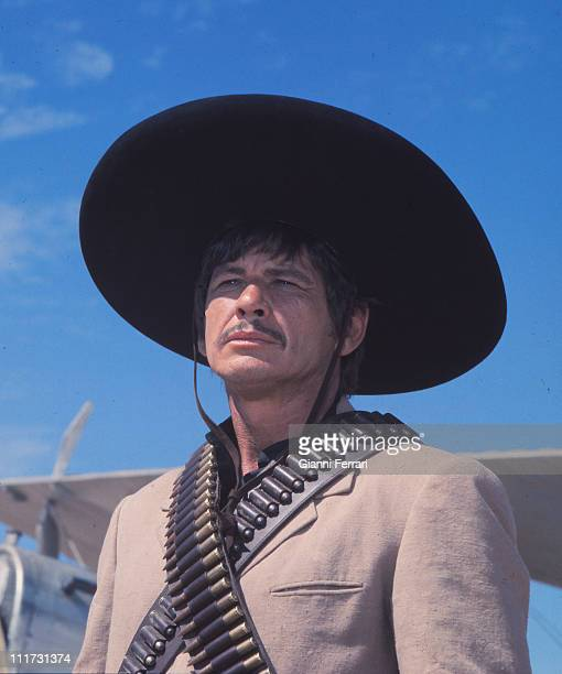 Charles Bronson during a break from filming the movie 'Villa Rides' near Madrid directed by Buzz Kulik Madrid Spain Photo by Gianni Ferrari / Cover /...
