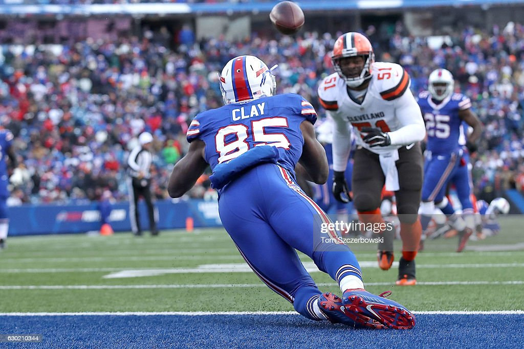 Charles Clay #85 of the Buffalo Bills scores a touchdown in the first half against the Cleveland Browns at New Era Field on December 18, 2016 in Orchard Park, New York.