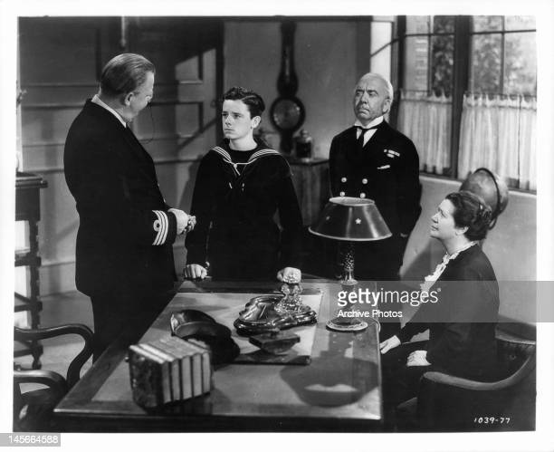 Charles Coburn talking to Freddie Bartholomew as Herbert Mundin and Emma Dunn watch in a scene from the film 'Lord Jeff' 1938
