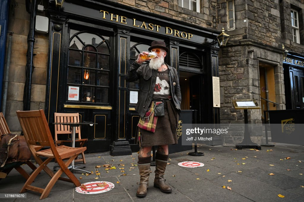 Pubs And Restaurants To Close In Central Scotland To Curb Covid-19 : News Photo