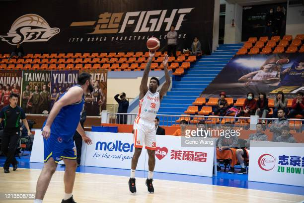 Charles Garcia of Pauian Archiland made a jump shot during the Super Basketball League closed door match between Pauian Archiland and Yulon Luxgen...