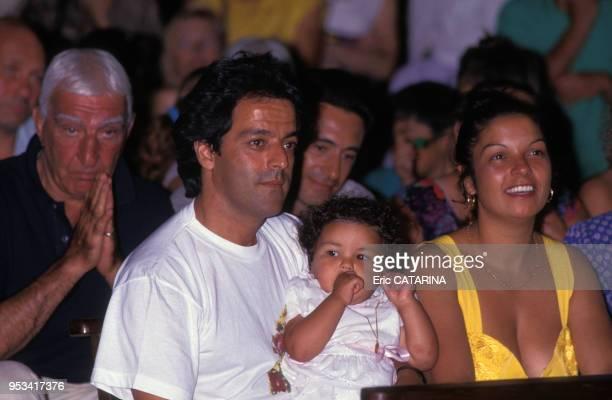 Charles Gérard au baptême de Myriam la fille de Chico membre des Gipsy Kings en juillet 1990 France