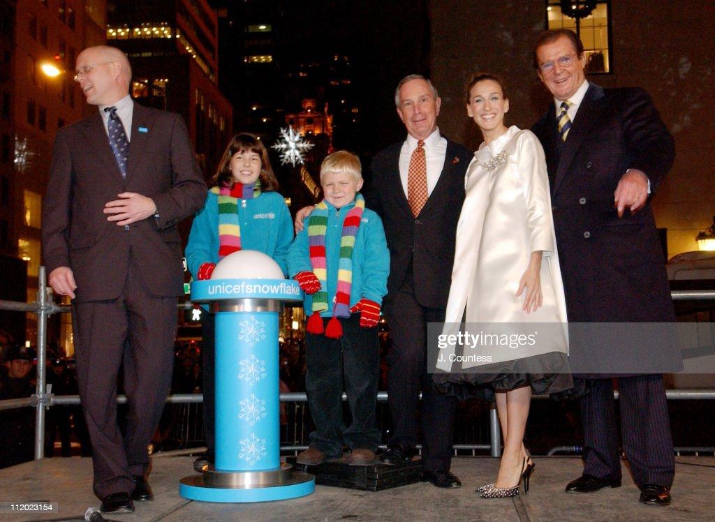 Sarah Jessica Parker Lights 2004 UNICEF Crystal Snowflake