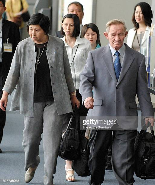 Charles Jenkins Hitomi Soga their daughters Mika and Brinda are seen on departure for the United States at the Narita International Airport on June...