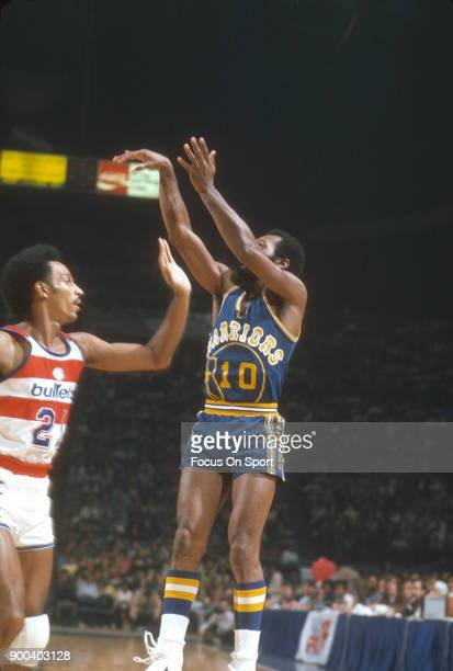 Charles Johnson of the Golden State Warriors shoots over Dave Bing of the Washington Bullets during an NBA basketball game circa 1975 at the Capital...