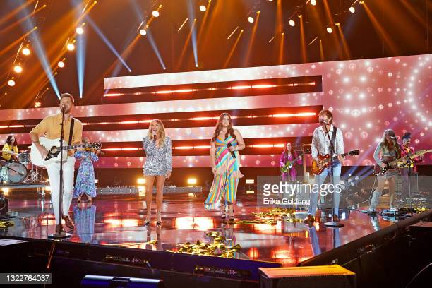 Charles Kelley of musical group Lady A, Carly Pearce, Hillary Scott and Dave Haywood of musical group Lady A and Lindsay Ell perform onstage the 2021...