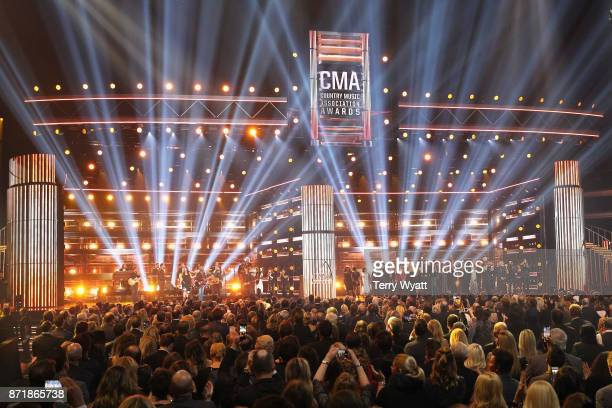 Charles Kelleyand Hillary Scott of Lady Antebellum Darius Rucker Dave Haywood Keith Urban Tim McGraw Kimberly Schlapman Ronnie Dunn Karen Fairchild...