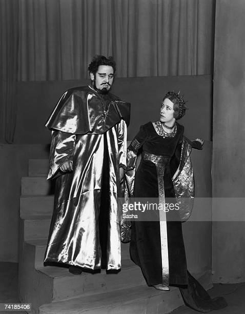 Charles Laughton and Flora Robson star in an Old Vic production of Shakespeare's 'Macbeth' 3rd April 1934 The play was produced by Tyrone Guthrie...