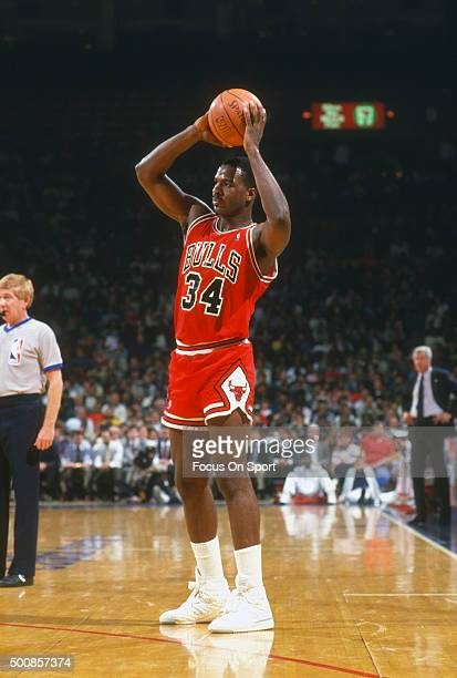 Charles Oakley of the Chicago Bulls looks to pass the ball against the Washington Bullets during an NBA basketball game circa 1986 at the Capital...