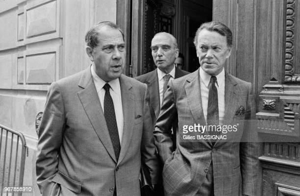 Charles Pasqua et Albin Chalandon à la sortie d'une réunion du bureau plotique du RPR à Paris le 15 juin 1988 France