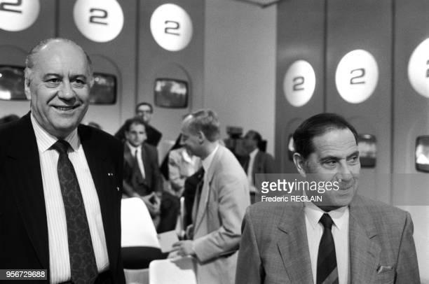 Charles Pasqua et Robert Pandraud sur le plateau de l'émission 'L'heure de Vérité' sur Antenne 2 à Paris le 2 juillet 1986 France