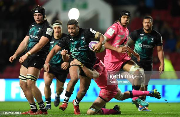 Charles Piutau of Bristol Bears breaks through Hugh Pyle of Stade Francais Paris during the European Rugby Challenge Cup Round 3 match between...