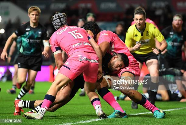 Charles Piutau of Bristol Bears breaks through the contact of Adrien Lapegue of Stade Francais Paris to score his sides third try during the European...