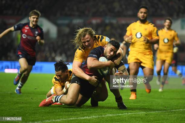Charles Piutau of Bristol Bears goes over to score his sides first try during the Gallagher Premiership Rugby match between Bristol Bears and Wasps...