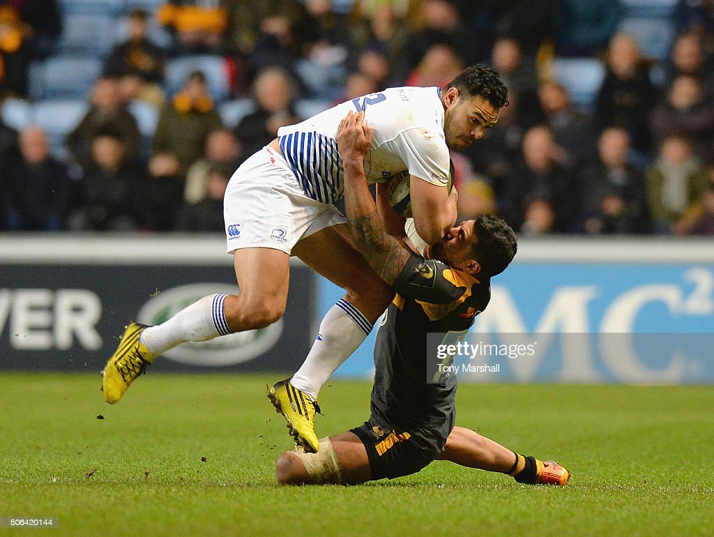 Charles Piutau of Wasps tackles Ben Te'o of Leinster Rugby during the European Rugby Champions Cup match between Wasps and Leinster Rugby at Ricoh Arena on January 23, 2016 in Coventry, England.