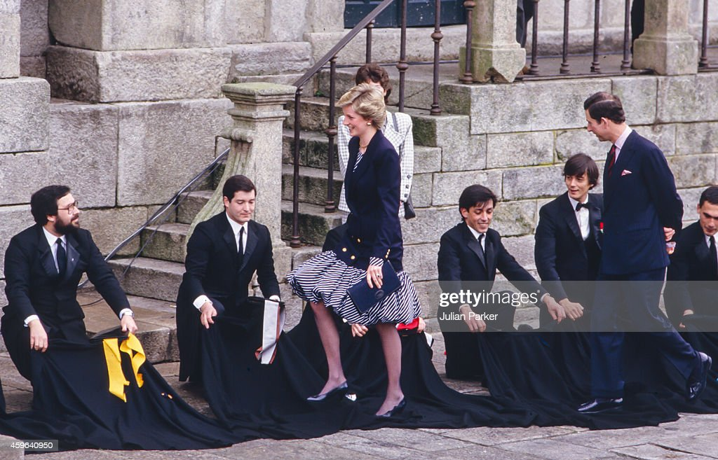 Charles, Prince of Wales, and Diana, Princess of Wales during Official visit to Portugal : News Photo