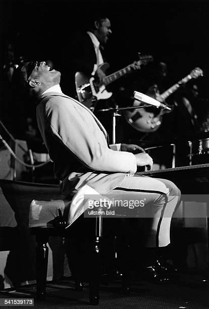 Charles Ray *Musiker Pianist Saenger USA Konzert im Berliner Sportpalast