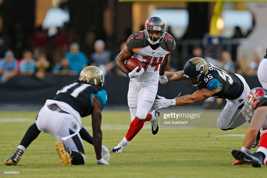 Tampa Bay Buccaneers v Jacksonville Jaguars : News Photo
