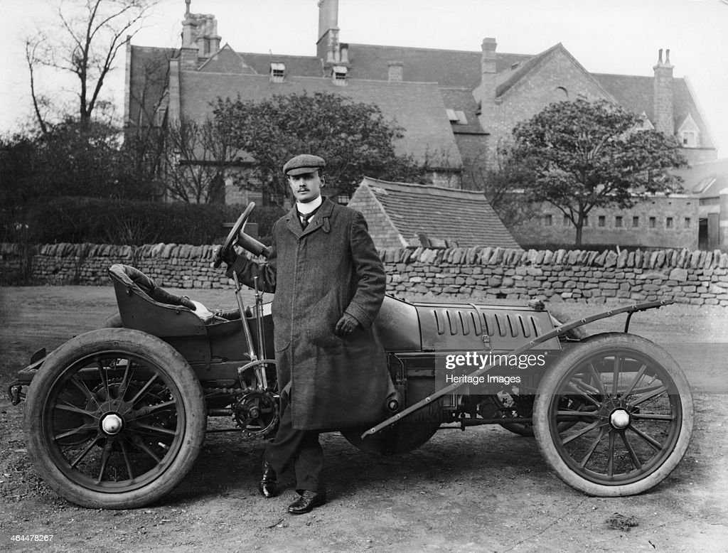 Charles Stewart Rolls with a 1905 Wolseley, c1905. : Photo d'actualité